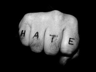 Nefret suçları ve sosyal medyanın etkisi Sosyal Medya  sosyal nefret medyan etkisi