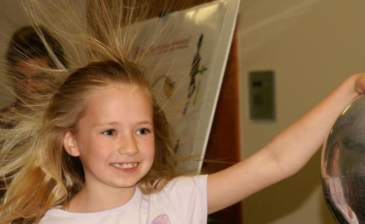 Durgun Elektrik deneyi nasıl yapılır ? Yemek Tarifleri  elektrik durgun deneyi