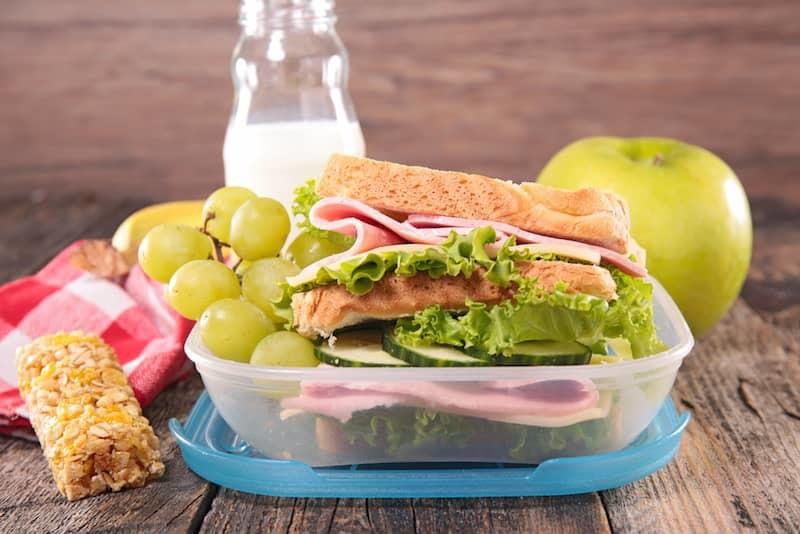 Çocuklar için sağlıklı öğle yemeği ve kahvaltı önerileri Kadın  sağlıklı öğle yemeği kahvaltı önerileri